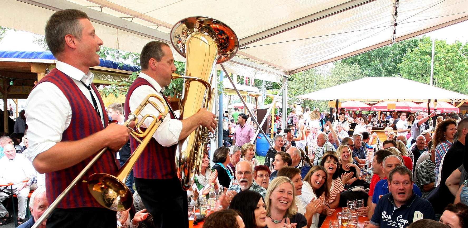 Musiker beim Wein- und Fischerfest