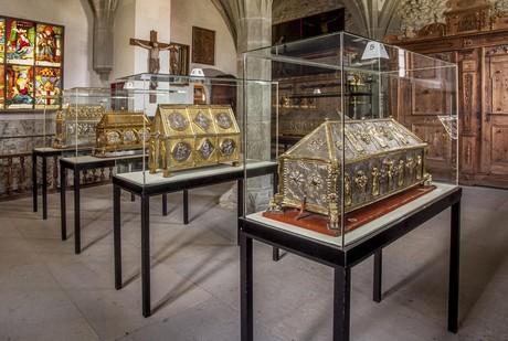 Reliquienschreine in der Schatzkammer im Münster St. Maria u. Markus, Reichenau
