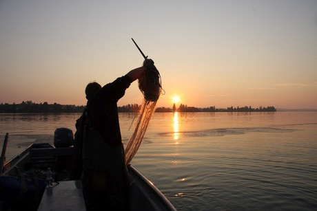 Fischer bei Sonnenaufgang