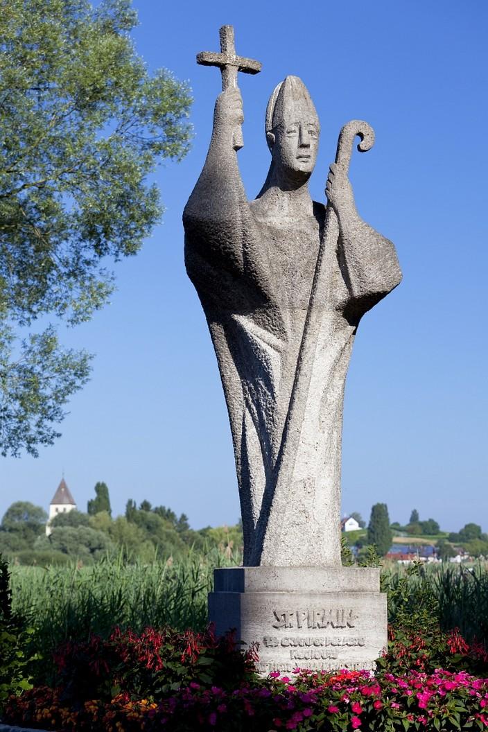 Statue Hl. Pirmin am Inseleingang