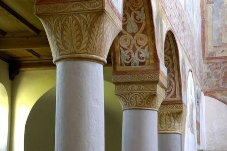 Kapitelle in der Kirche St. Georg, Reichenau